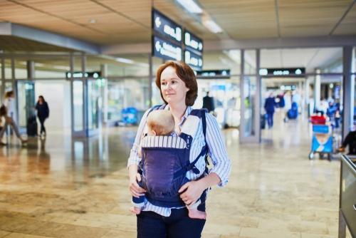 Noderīgi padomi jaunajiem vecākiem, pirmo reizi ceļojot ar zīdainīti