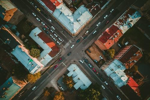 Kā pareizi izbraukt Rīgas sarežģītākos krustojumus?