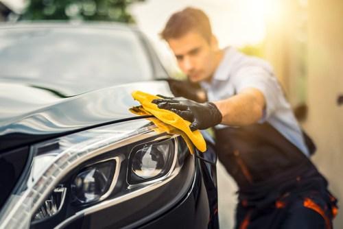 Vai ir vērts palutināt savu auto ar virsbūves vaska pārklājumu?