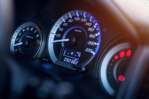Ko īsti nozīmē liels auto nobraukums?
