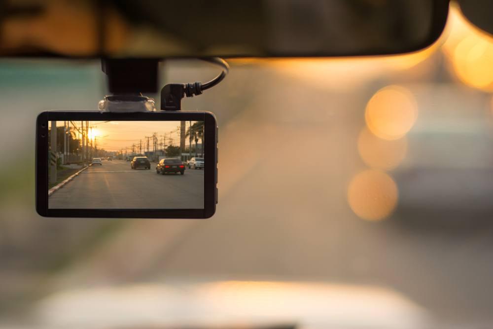 Kā izvēlēties auto video reģistratoru?