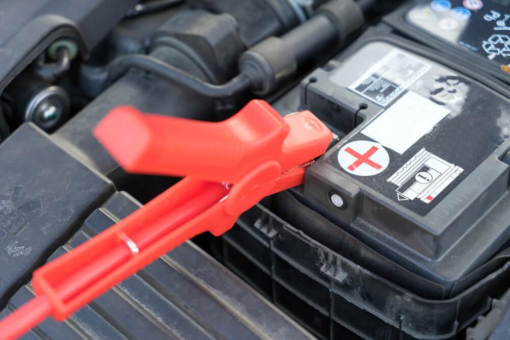 Izlādējies auto akumulators – Ko darīt?
