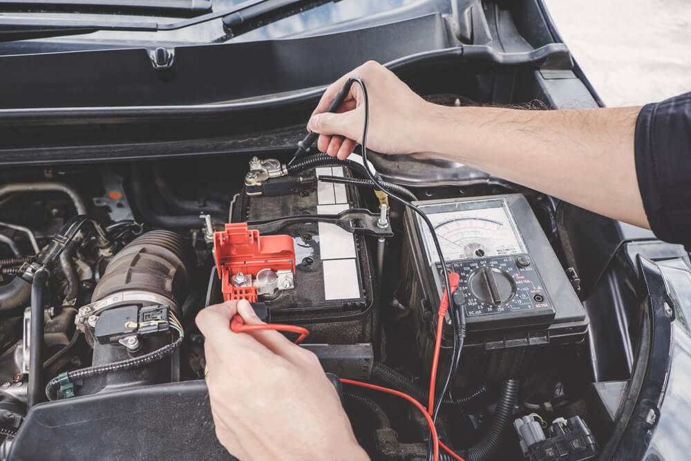Kā pārbaudīt automašīnas akumulatoru?