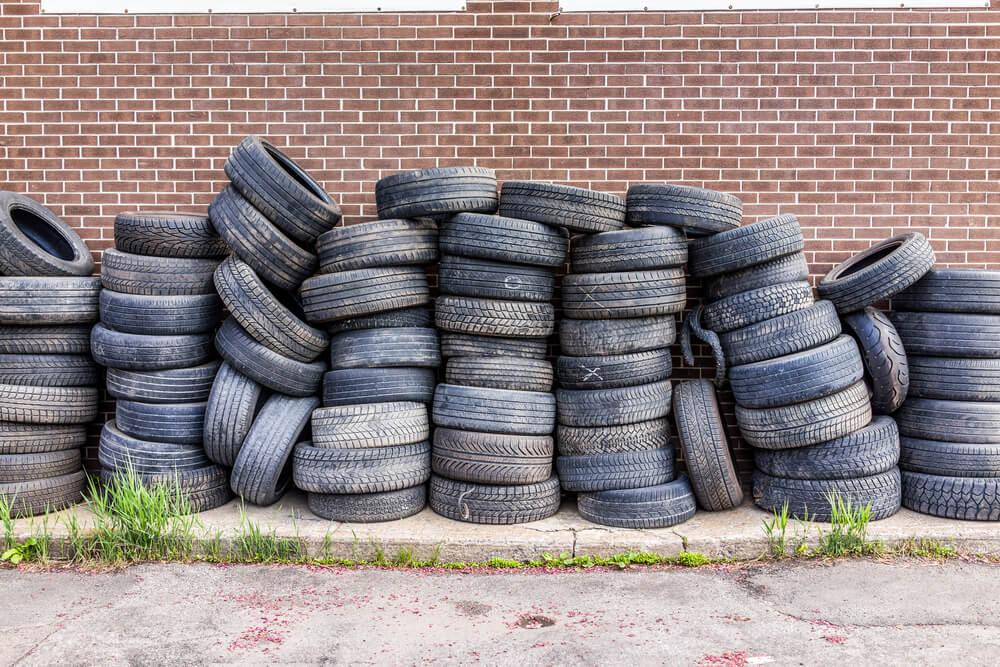 Veco riepu jaunā dzīve – Kas notiek ar nolietotajām auto riepām?